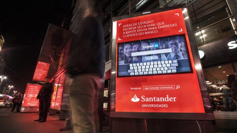 Santander faz campanha com foco em universitários