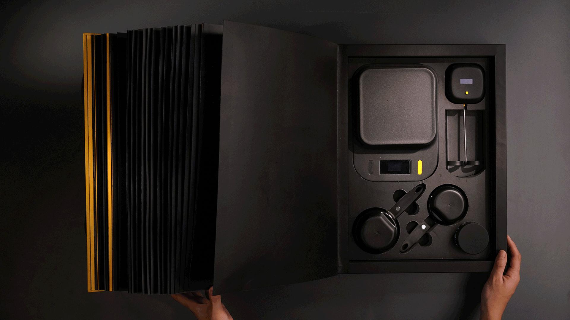 Os aparelhos armazenados no final do livro